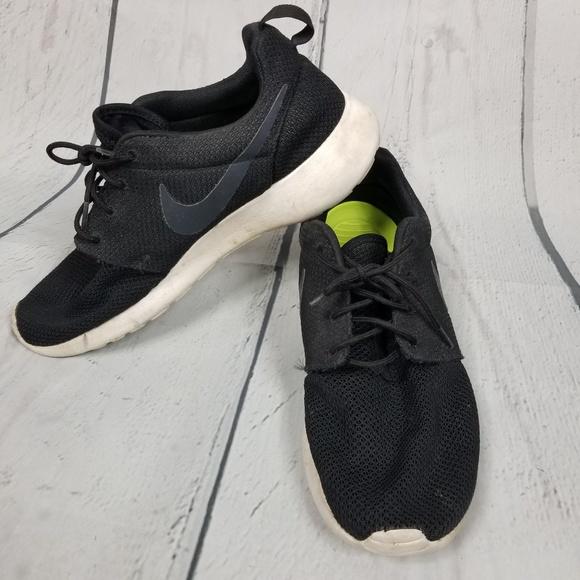 8ea11eef71dc8 NIKE Roshe One black sneakera. Nike. M 5cb027d429f0306168ab988b.  M 5cb027de2eb33f1395f116ed. M 5cb027e5aa7ed3e14a63c450.  M 5cb027ed1153ba4730ffd5d5